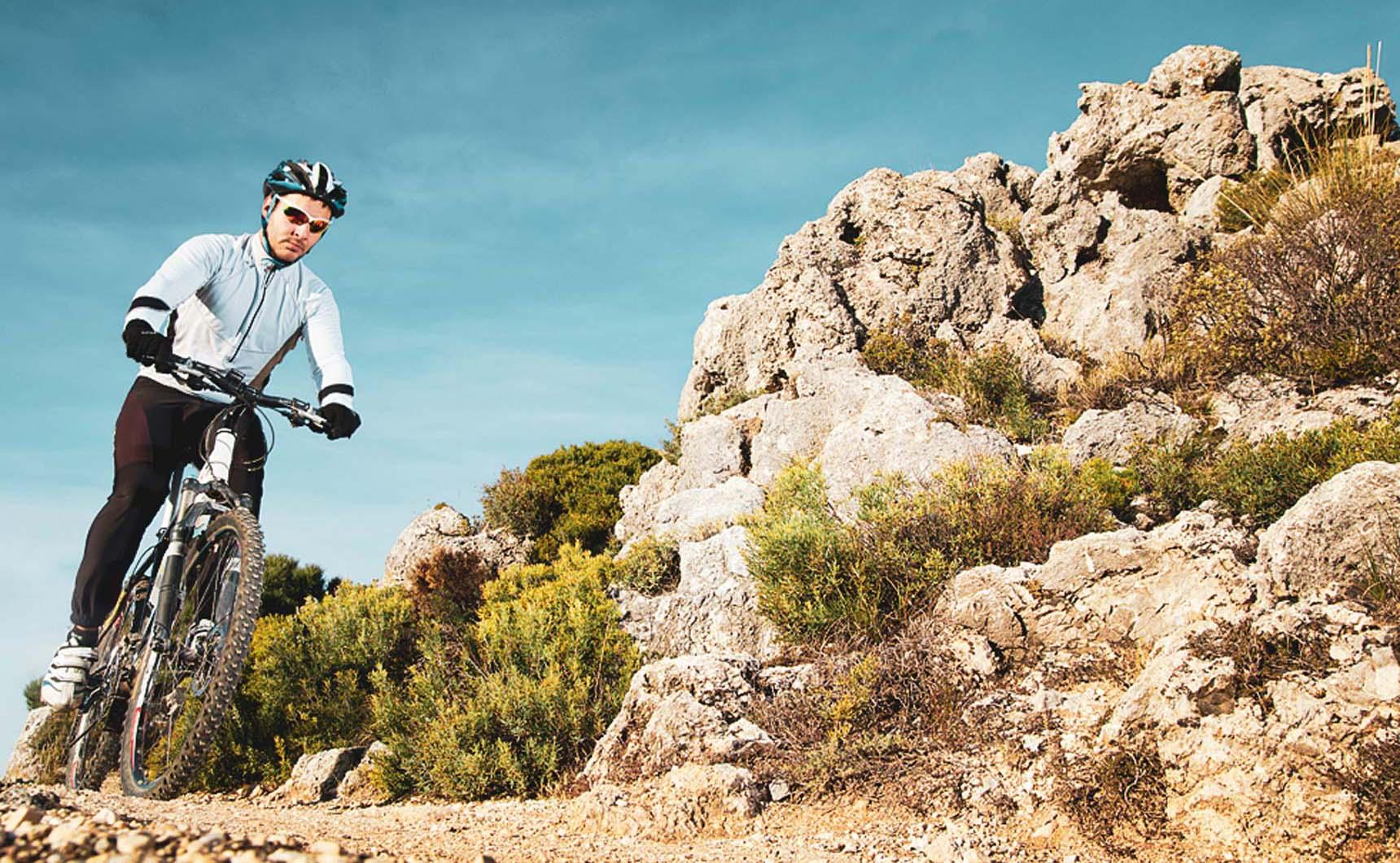 Laveno: Biking