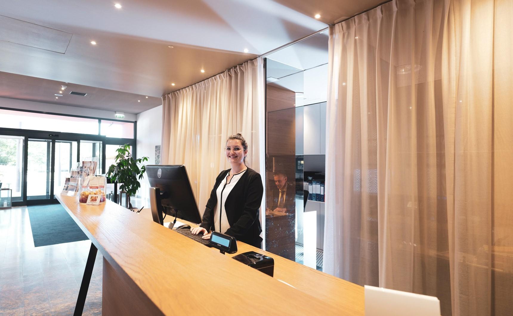 Laveno_hotel_reception